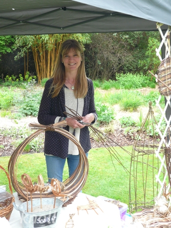 willow-weaving-with-Tracy-Standish.jpg